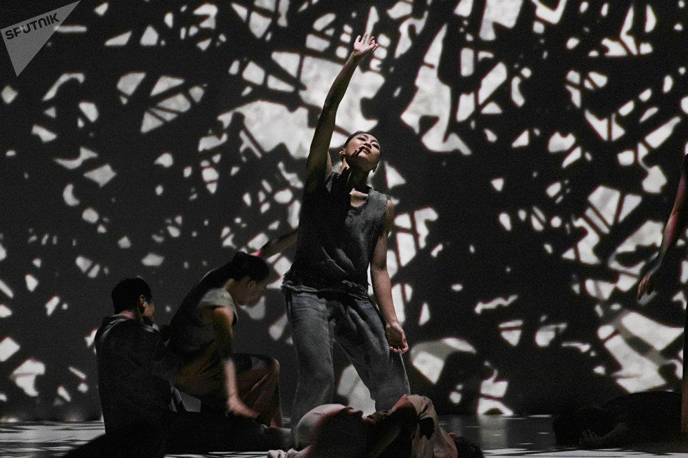 台湾现代舞蹈表演团体云门舞集:《关于岛屿》