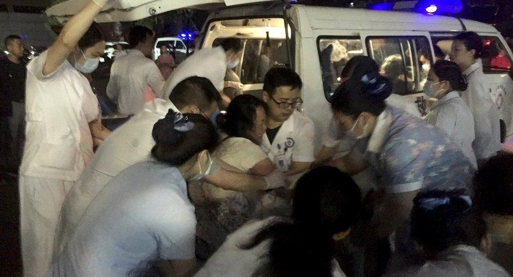 上海发生严重交通事故 已致2死12伤
