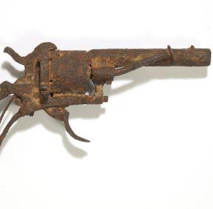 梵高自杀的手枪被以18万美元售出
