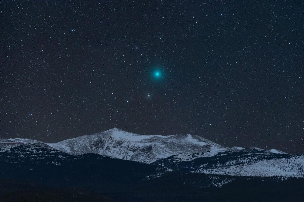 美国摄影师Kevin Palmer 的作品Comet and Mountain