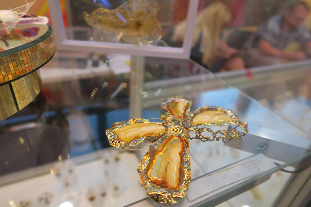 琥珀制作的蝴蝶。