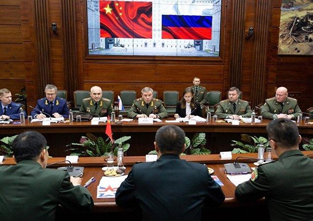俄武裝力量總參謀長格拉西莫夫與中國中央軍委聯合參謀部副參謀長邵元明