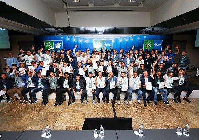 「足球-友誼」項目開起了國際兒童足球教練學院
