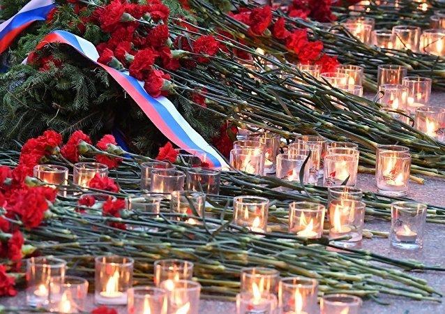 普京向无名烈士墓敬献花圈