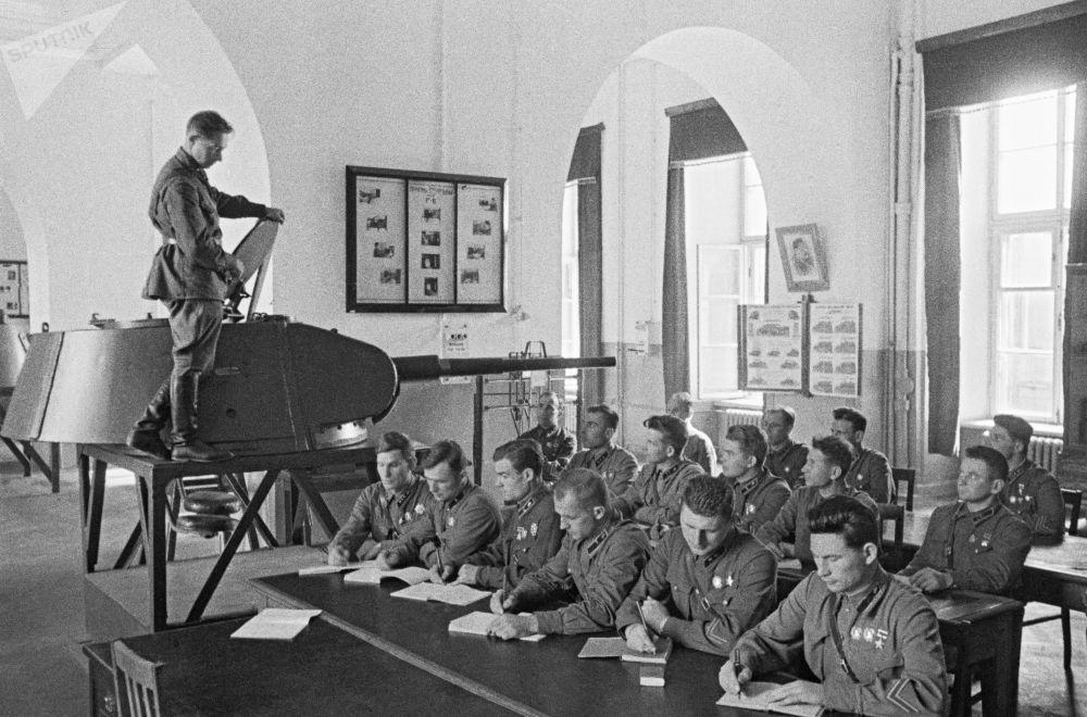 斯大林軍事學院畢業生,莫斯科,1941年6月。