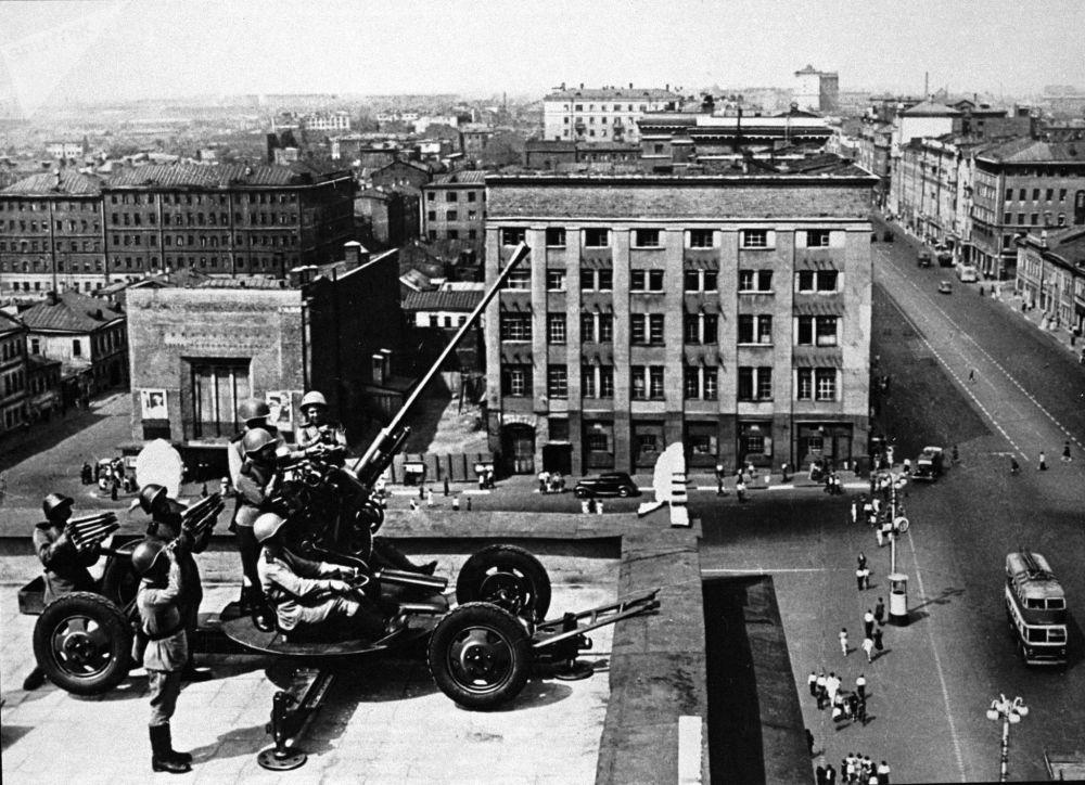防空炮兵保衛首都的天空。