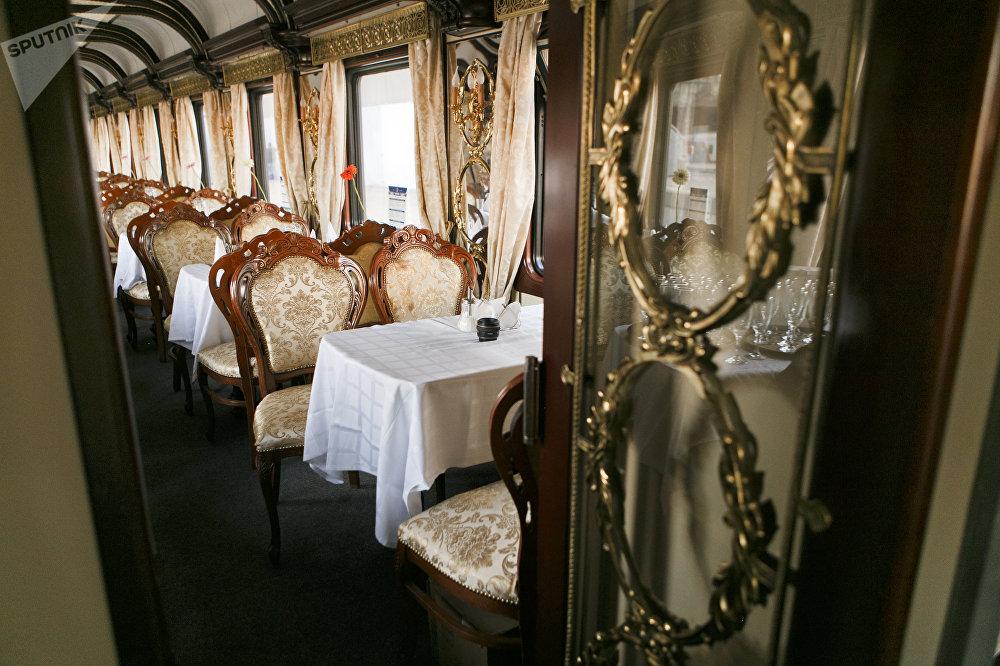 此次旅行的费用为6100欧元(舒适车厢)至10800欧元(VIP车厢)/人不等
