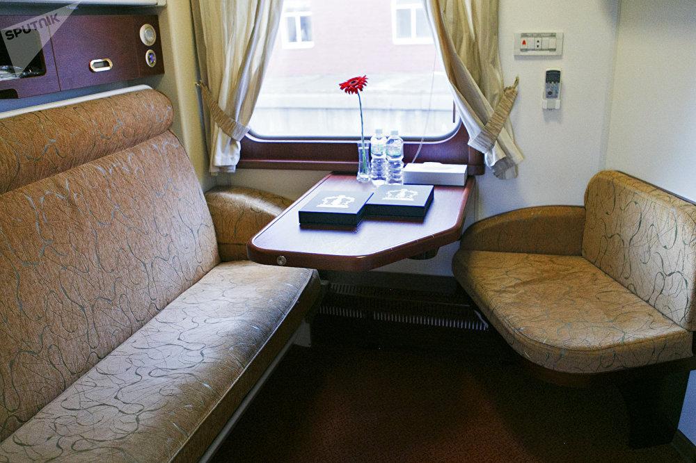 """从莫斯科出发前往北京的""""必威体育帝国号""""VIP列车上的舒适乘客包厢"""