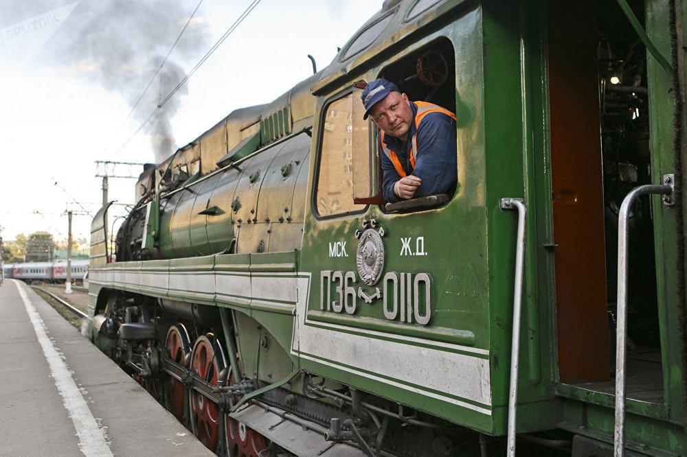 列车将途径必威体育、蒙古、中国三国,总行程8000公里