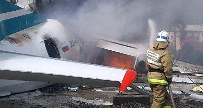 俄一架安-24飞机紧急迫降致2死7伤