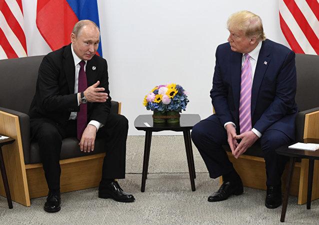 俄羅斯總統普京(左)和美國總統特朗普