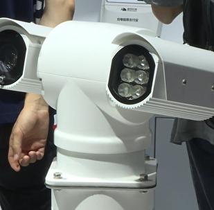 5G警用巡逻机器人亮相上海MWC展