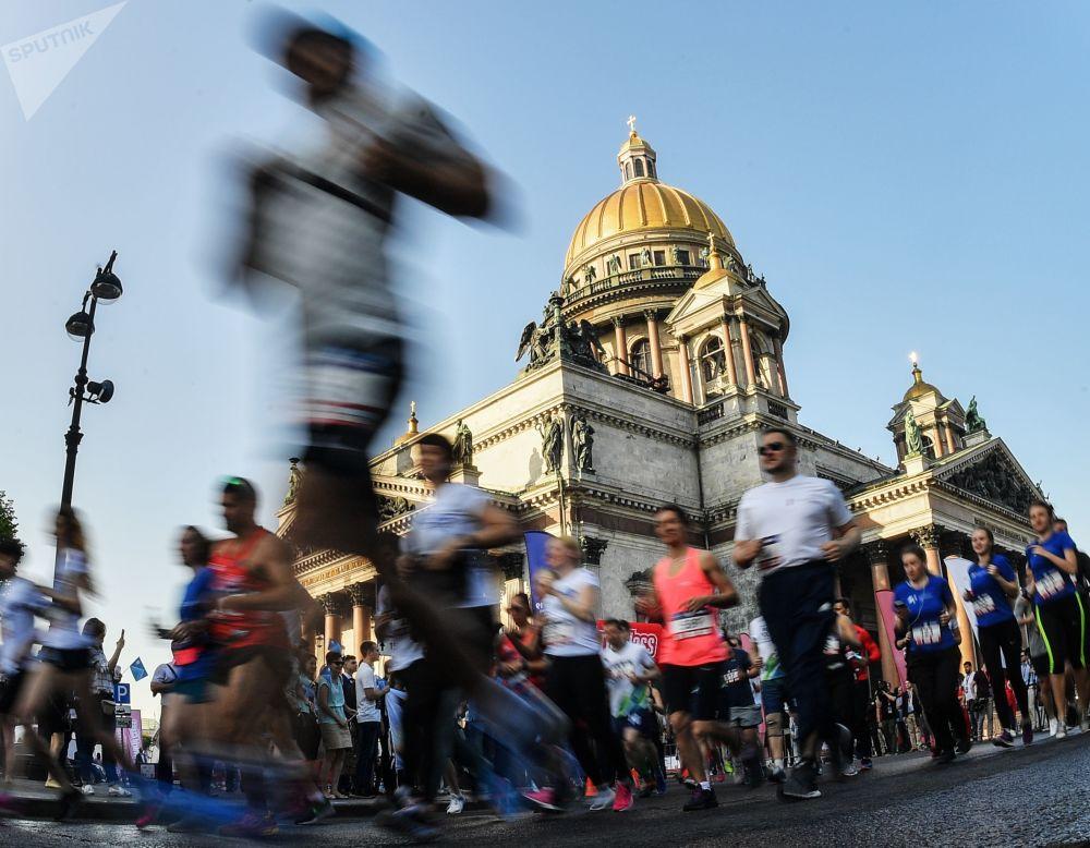 參賽者參加聖彼得堡國際經濟論壇SPIEF跑賽的瞬間