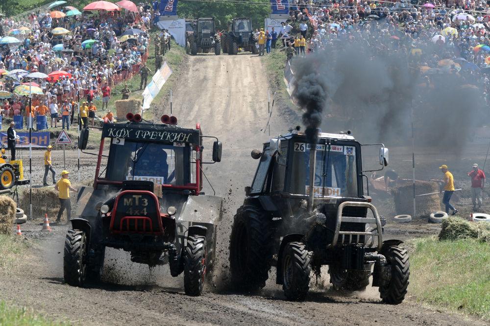 羅斯托夫州拖拉機比賽上的競爭對手