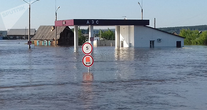 俄軍醫抵達伊爾庫茨克州救治水災傷者