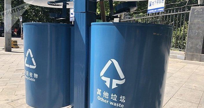 """上海正式实施""""史上最严""""垃圾分类措施  北京民众做好准备了?"""
