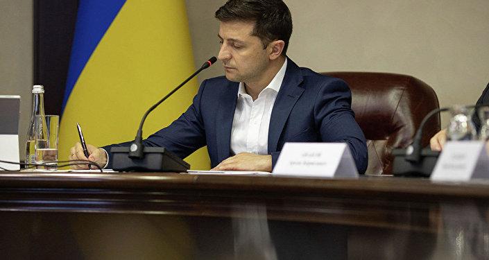 澤連斯基再次要求最高拉達審議辭退外長問題
