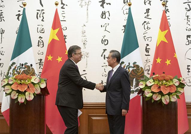 墨西哥外长埃布拉德7月2日在同中国国务委员兼外长王毅举行会谈