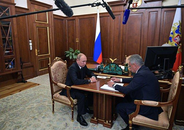 普京:在国防部潜航器的牺牲人员中有俄罗斯英雄