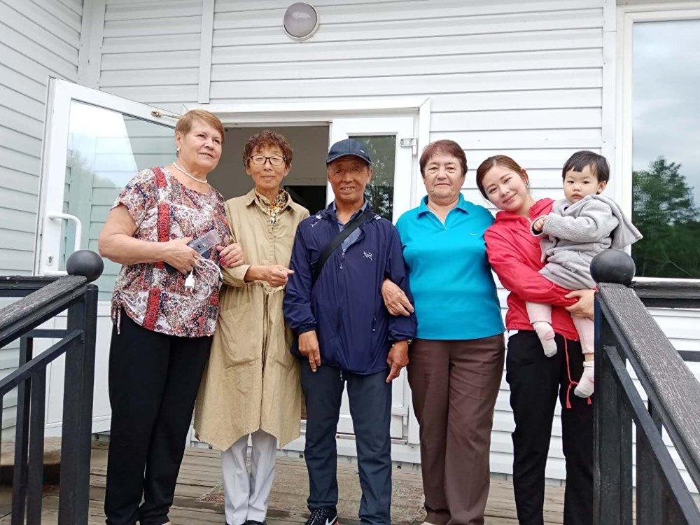 孟宪国一家和瓦里娅·多罗什金娜姊妹们在布拉戈维申斯克