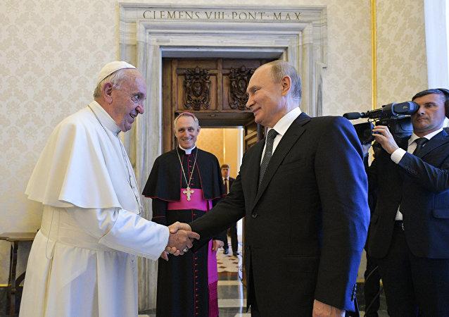 普京在梵蒂岡與教皇會談