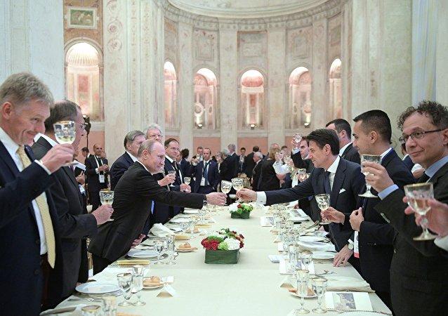 意大利總理請普京吃魚和冰淇淋