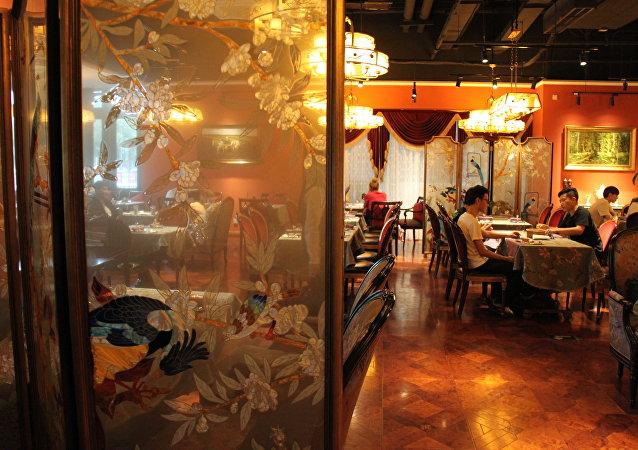 """舌尖上的俄罗斯:北京""""普希金文学""""餐厅推出品尝俄罗斯文化味道的餐肴"""