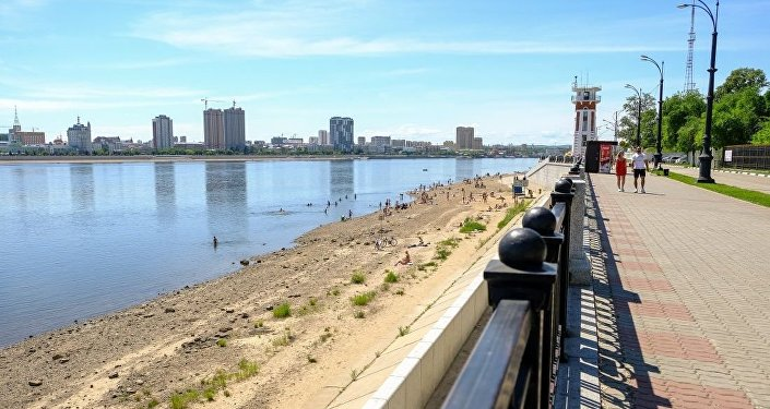 黑河市 -- 黑龍江 -- 布拉戈維申斯克市(右邊)