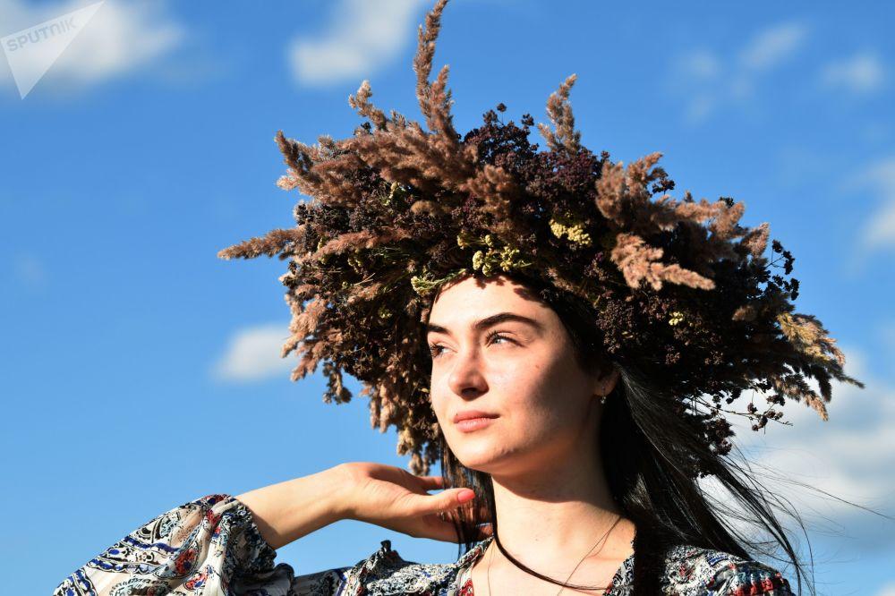 烏克蘭姑娘們在慶祝伊凡·庫帕拉節