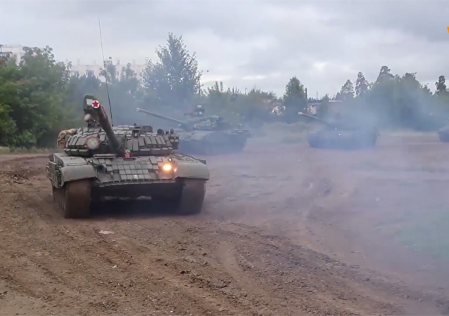 车里雅宾斯克附近举行大型坦克演习