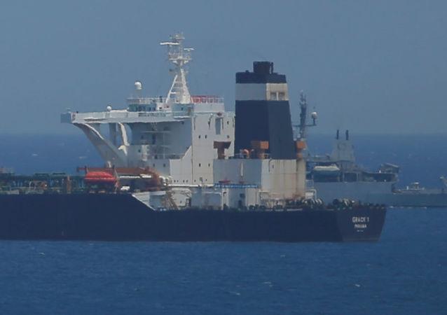 伊朗总统警告英国扣押伊朗油轮会酿成后果