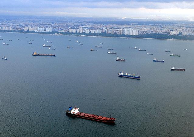 中国外交部驳斥中方将派遣军舰赴马六甲海峡保护本国船只的传言