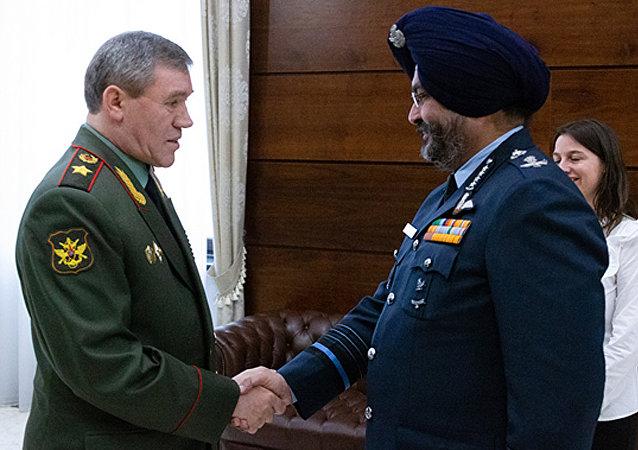 俄軍總參謀長與印度空軍參謀長表示願繼續加強兩國軍方聯繫