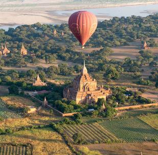 缅甸蒲甘古城上空的气球