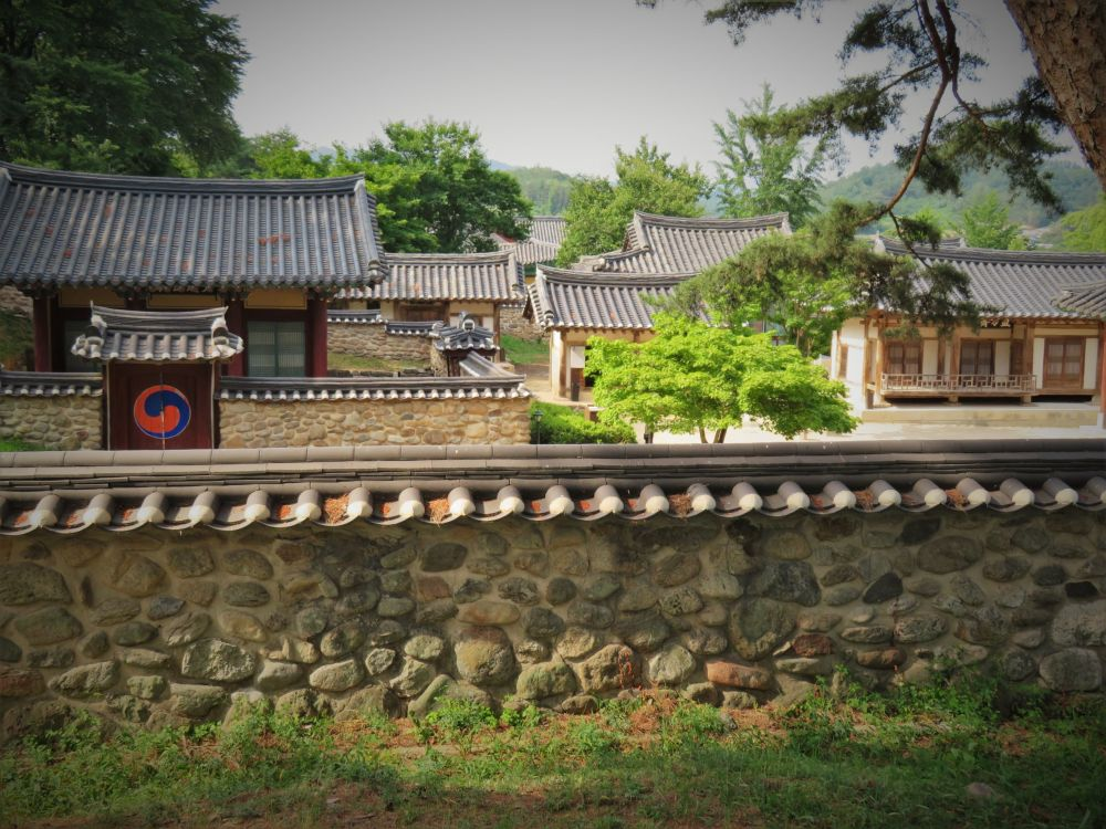 Sosu Seowon是韩国最古老的私立新儒家学院,在朝鲜王朝时期建立