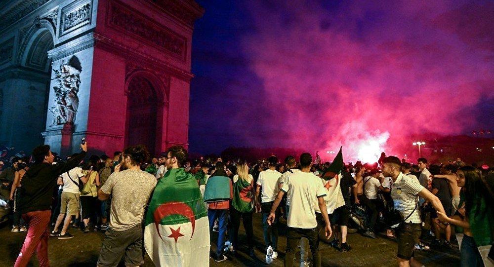 阿尔及利亚移民在巴黎市中心制造骚乱