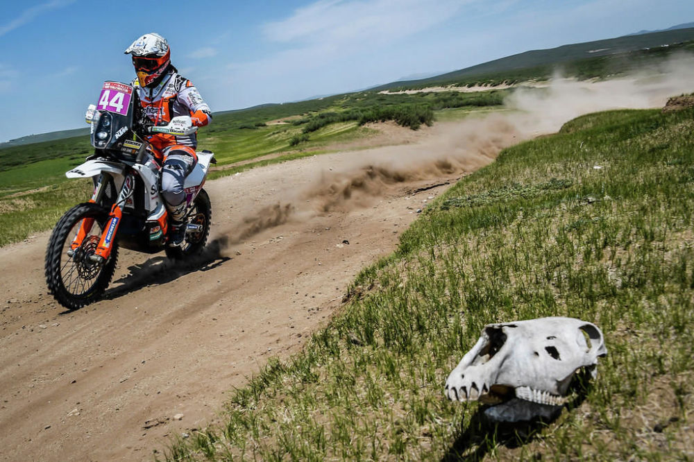 絲路拉力賽蒙古賽段:灰塵、沙子、草原和狂熱