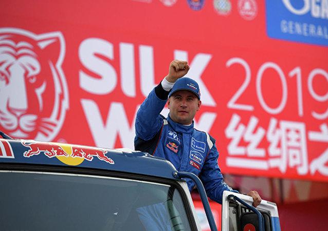 俄卡玛兹大师车队的参赛选手包揽丝绸之路拉力赛第9赛段前三名