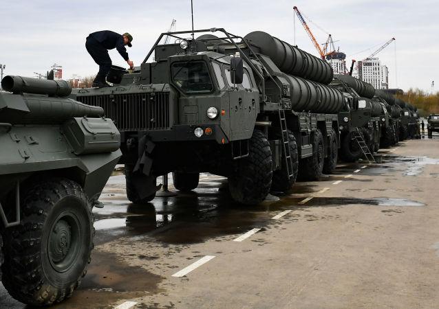 俄國防部飛機16日向土耳其運送S-400系統部件