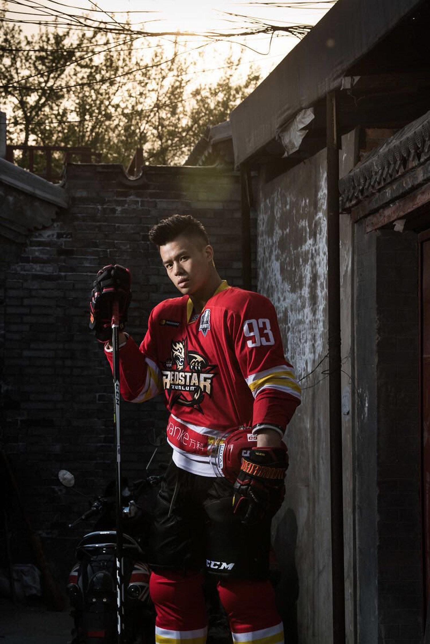 北京昆仑鸿星冰球俱乐部后卫袁俊杰续约一年