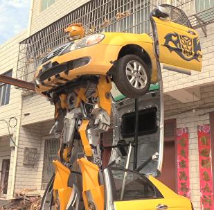 中国小伙儿创意改造真车版变形金刚大黄蜂