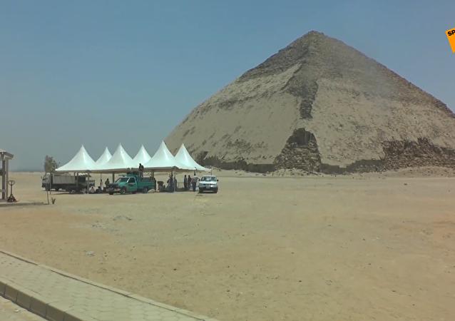 埃及4500年历史的弯曲金字塔向游客开放