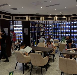 爱上读书的暑假:北京年轻人为何在书店中消暑过夏