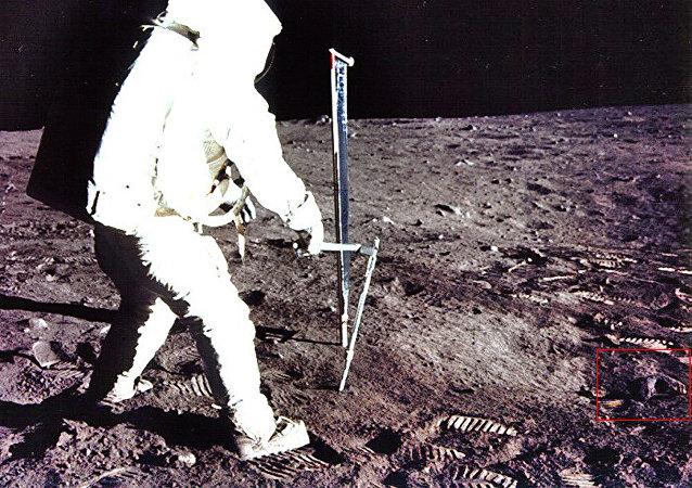 阿波羅11號登月圖片上發現神秘的人形頭骨
