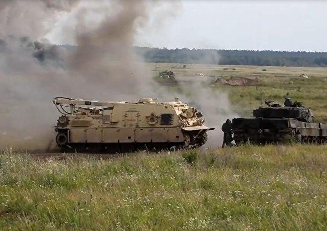 """""""史诗级战斗"""":北约在波兰边境模拟坦克战"""