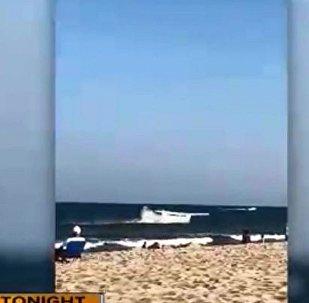 飛機發生故障栽入大海