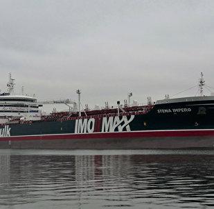 伊朗首次公开被扣押的英国油轮船员的视频