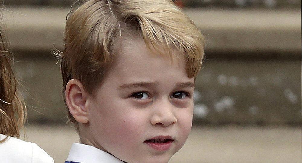 凱特王妃給喬治小王子穿平價帆布鞋