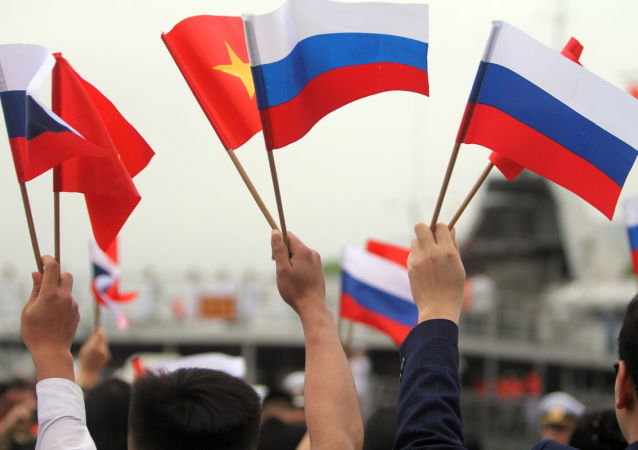 俄罗斯与越南海军在金兰湾举行联合演习