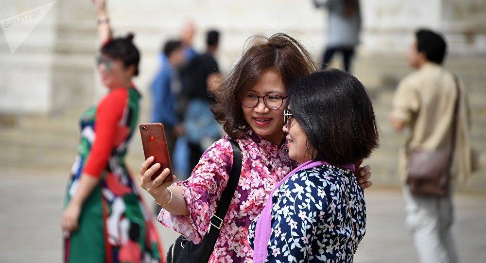 俄方为中国赴俄游客推出含购物折扣信息的手机应用